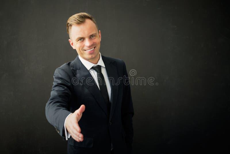 Hombre de negocios con la mano extendida imagenes de archivo