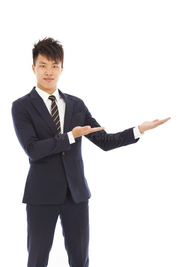 Hombre de negocios con la recepción y el gesto el mostrar imagenes de archivo