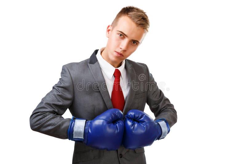 Hombre de negocios con los guantes de boxeo azules imagen de archivo