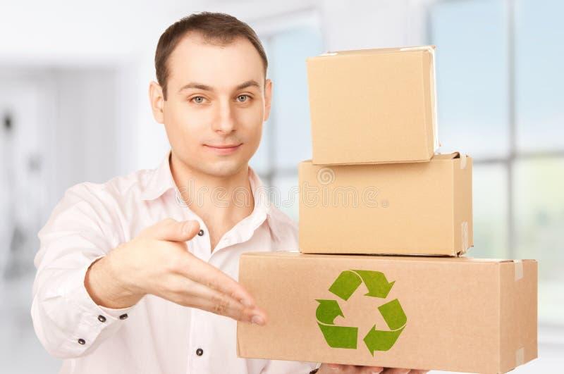 Hombre de negocios con los paquetes imagen de archivo