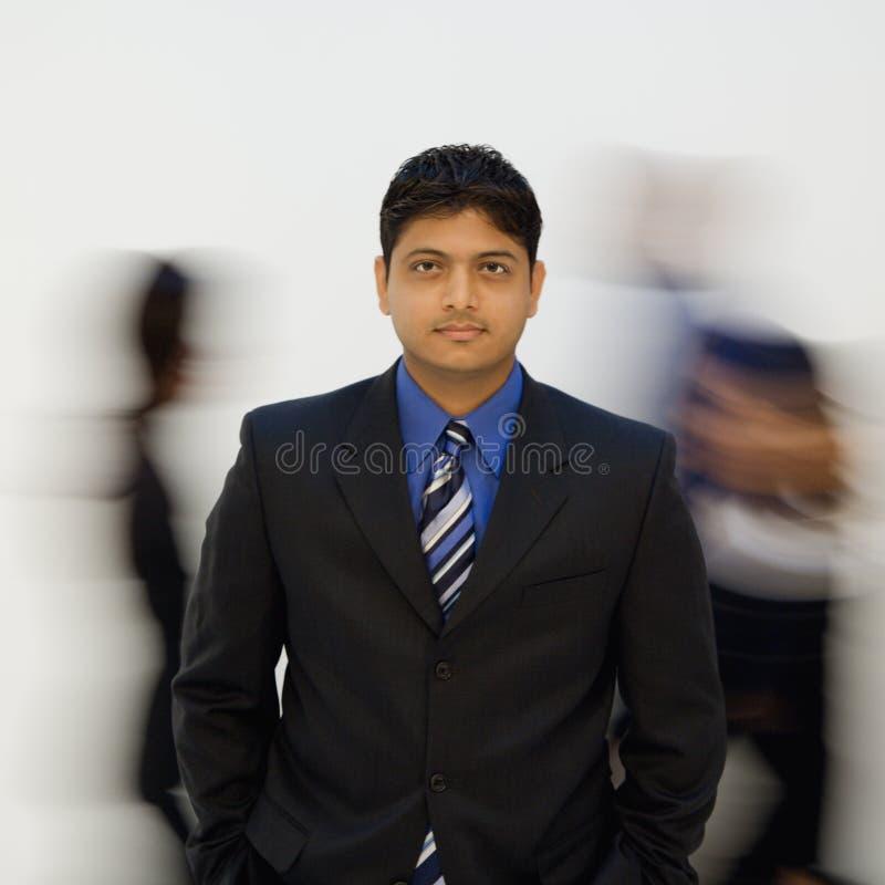 Hombre de negocios con otros fotos de archivo libres de regalías