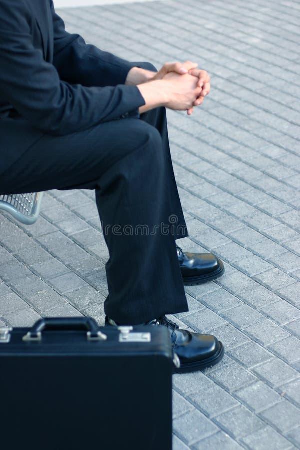 Hombre de negocios con su cartera foto de archivo libre de regalías