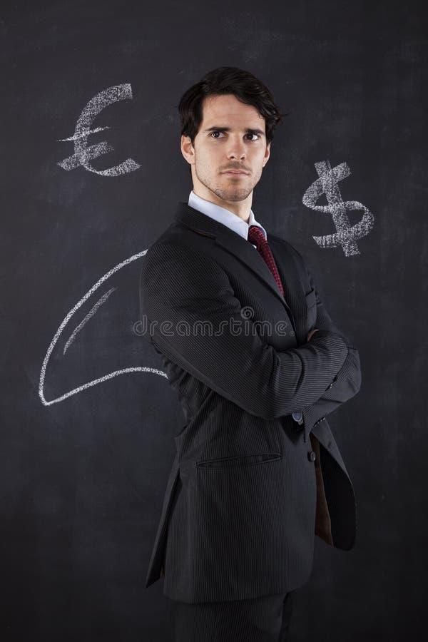 Hombre de negocios con una aleta del tiburón foto de archivo