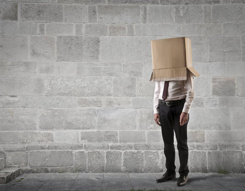 Hombre de negocios con una caja en su cabeza fotografía de archivo libre de regalías