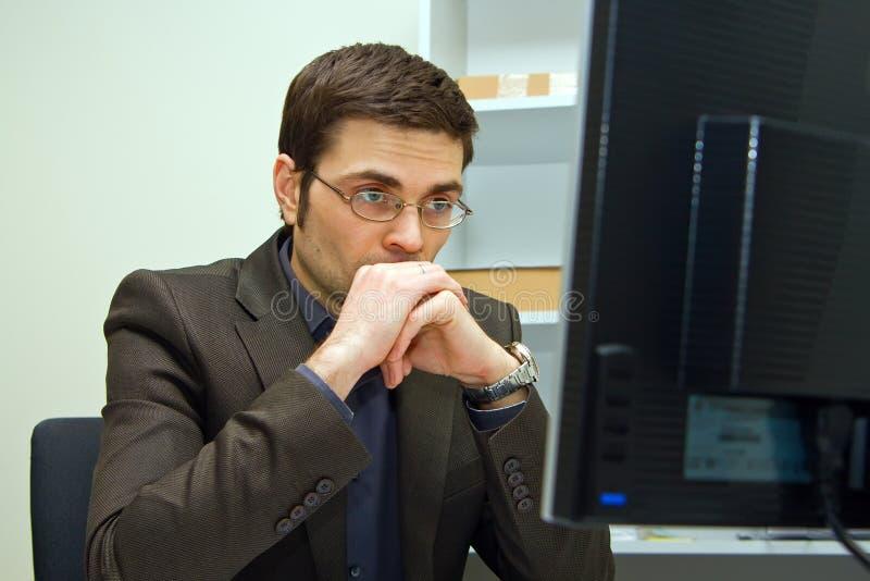 Hombre de negocios concentrado fotografía de archivo libre de regalías