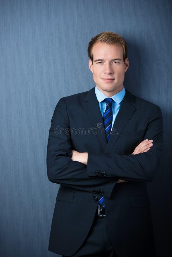 Hombre de negocios confiado serio foto de archivo libre de regalías