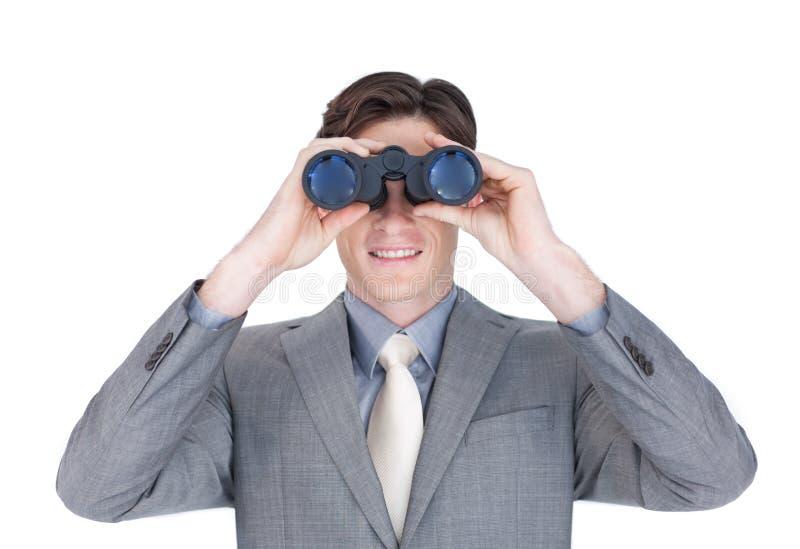 Hombre de negocios confidente que mira al futuro foto de archivo