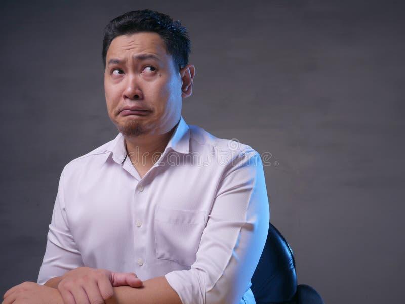 Hombre de negocios confuso Thinking Expression imagen de archivo