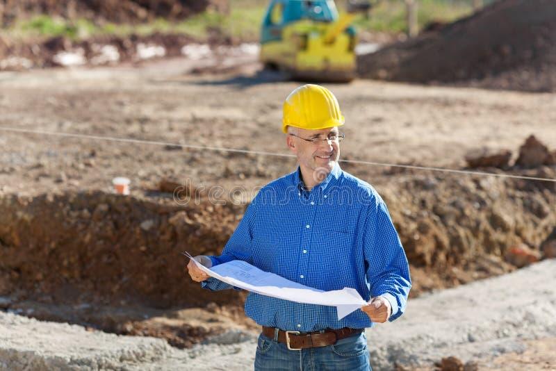 Hombre de negocios At Construction Site imagenes de archivo