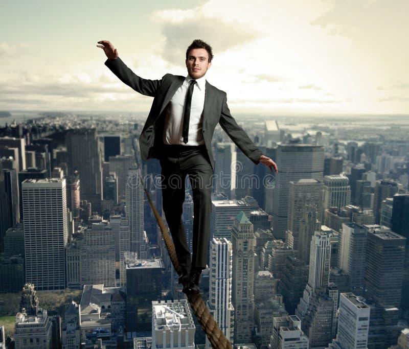 Hombre de negocios de Equilibrist imagenes de archivo