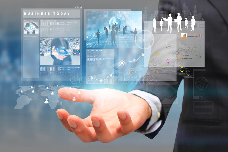 Hombre de negocios de la pantalla virtual del negocio a mano fotos de archivo