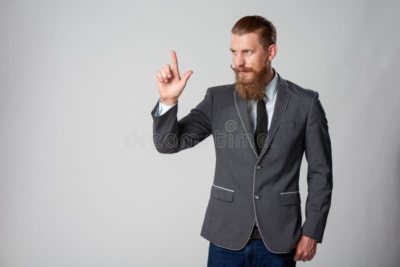 Hombre de negocios del inconformista que mira al lado imagenes de archivo