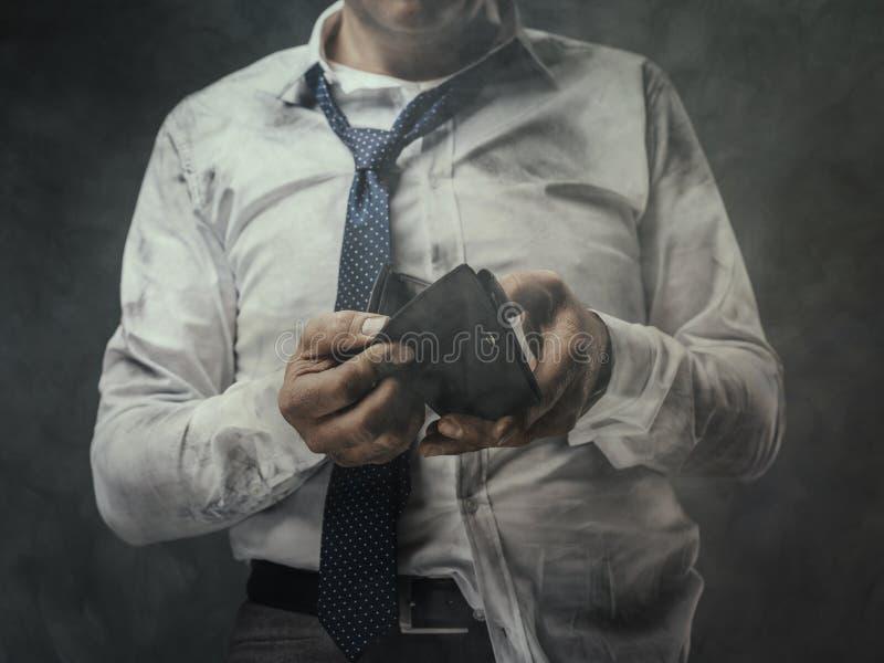 Hombre de negocios desempleado con la cartera vacía imagenes de archivo