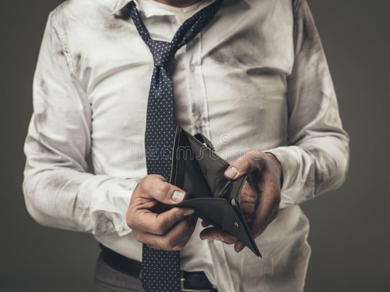 Hombre de negocios desempleado con la cartera vacía fotografía de archivo libre de regalías