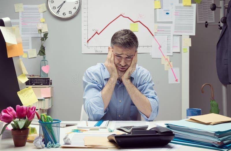 Hombre de negocios desesperado imagen de archivo