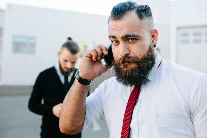 Hombre de negocios dos en el trabajo fotos de archivo