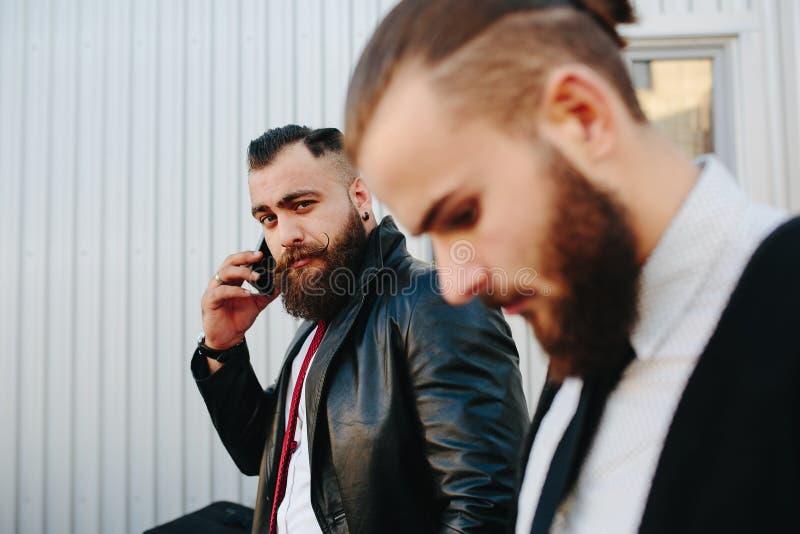 Hombre de negocios dos en el trabajo imagen de archivo