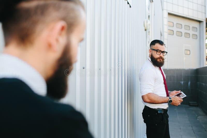 Hombre de negocios dos en el trabajo fotografía de archivo