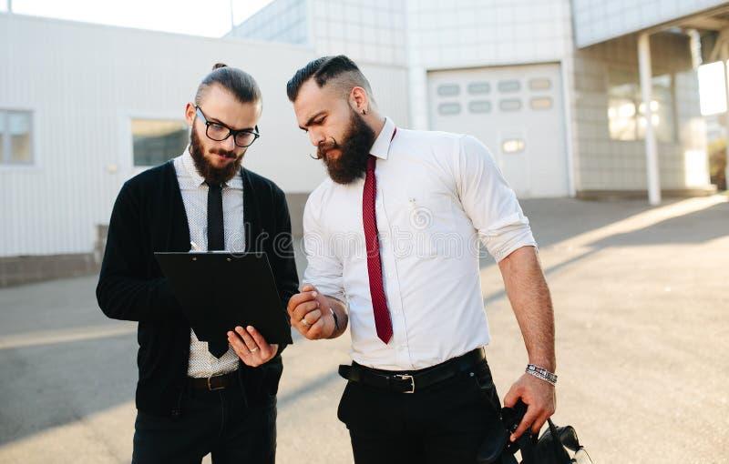 Hombre de negocios dos en el trabajo imagen de archivo libre de regalías