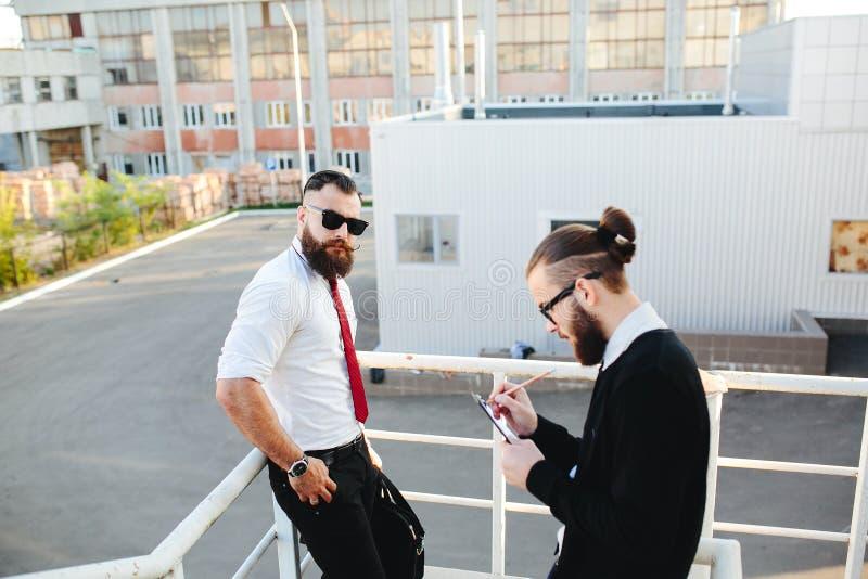 Hombre de negocios dos en el trabajo foto de archivo
