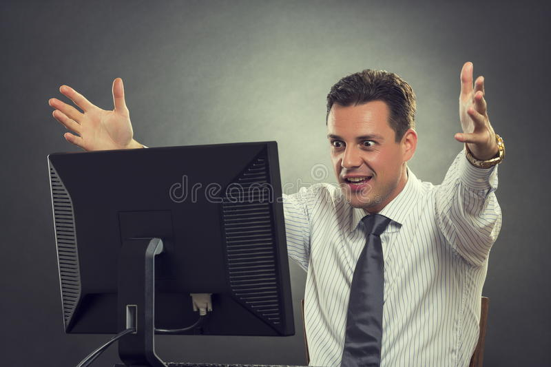 Hombre de negocios emocionado sobre grandes noticias fotos de archivo libres de regalías