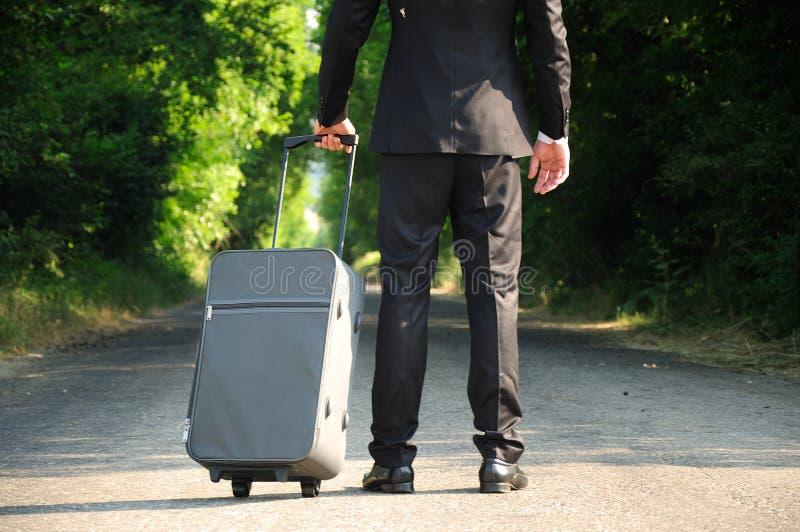 Hombre de negocios en el camino imagen de archivo libre de regalías