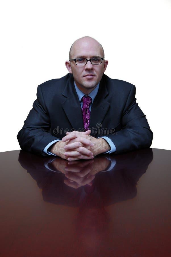 Hombre de negocios en el escritorio fotos de archivo libres de regalías