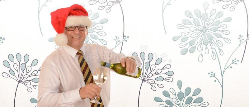 Hombre de negocios en el sombrero de Papá Noel fotos de archivo libres de regalías