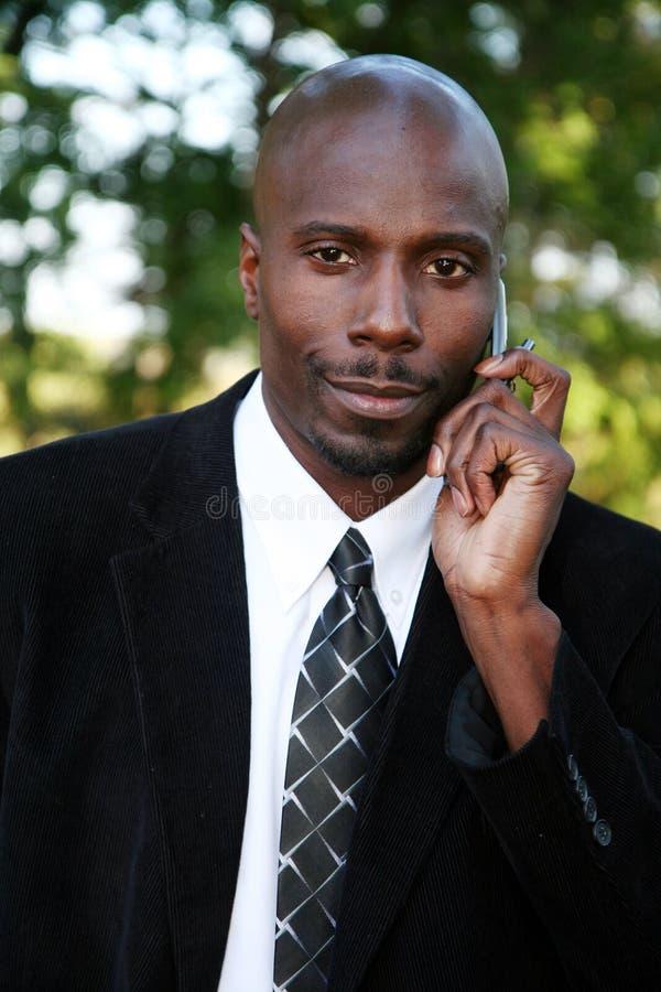 Hombre de negocios en el teléfono celular imagen de archivo libre de regalías