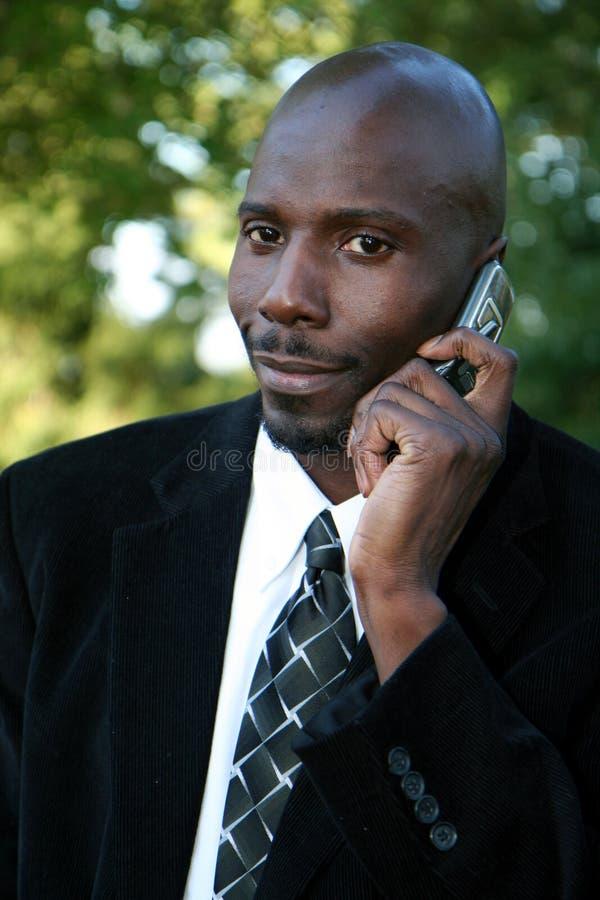 Hombre de negocios en el teléfono celular foto de archivo