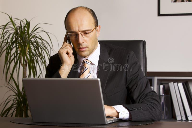 Hombre de negocios en el trabajo foto de archivo libre de regalías