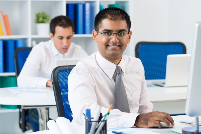 Hombre de negocios en el trabajo imagen de archivo