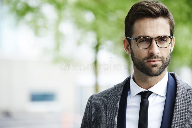 Hombre de negocios en gafas fotos de archivo libres de regalías