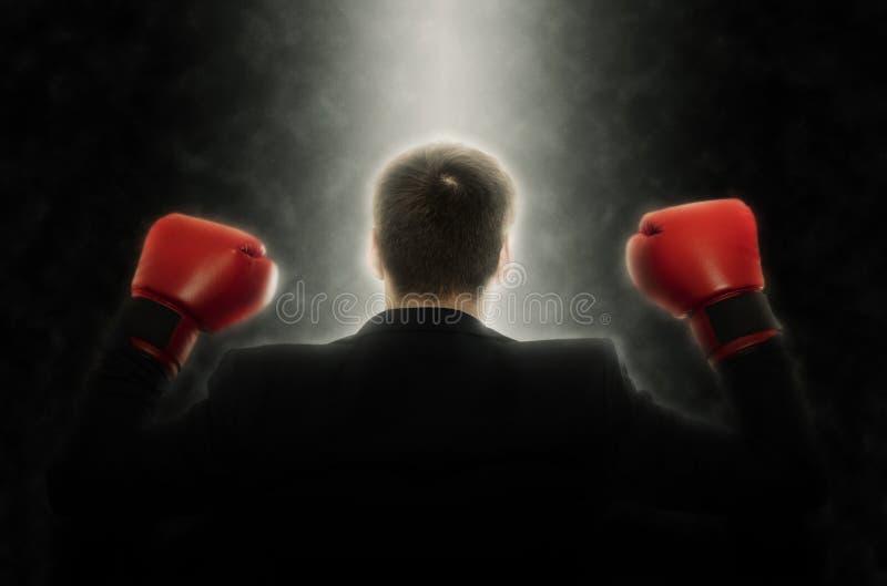Hombre de negocios en guantes de boxeo en negro imágenes de archivo libres de regalías
