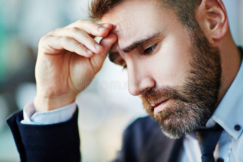 Hombre de negocios en la tensión foto de archivo