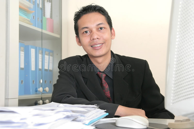 Hombre de negocios en oficina imágenes de archivo libres de regalías