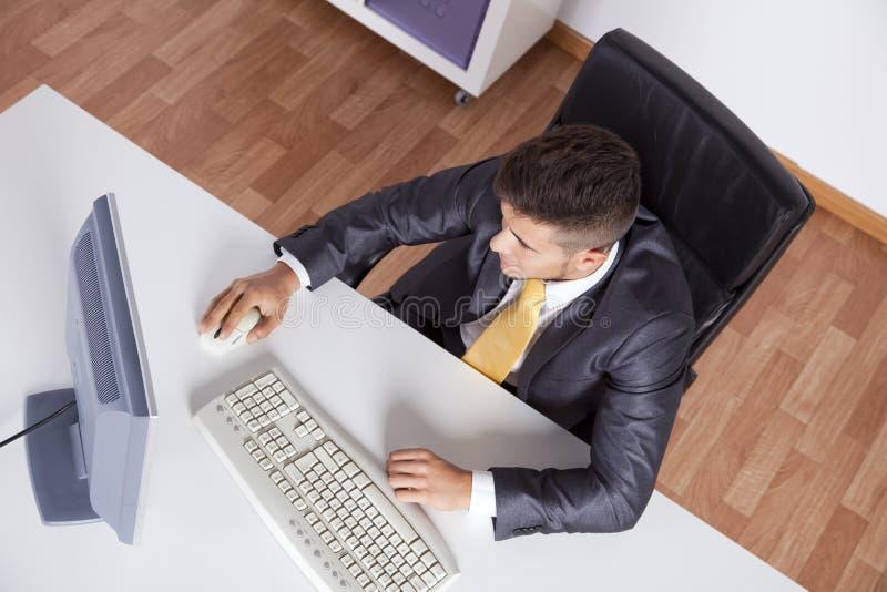 Hombre de negocios en su oficina fotografía de archivo libre de regalías