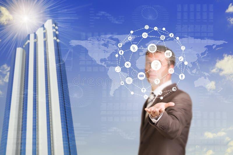Hombre de negocios en un mapa del mundo del control del traje ilustración del vector