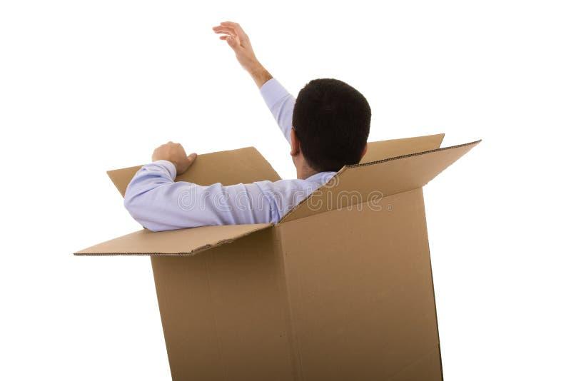 Hombre de negocios en una caja de cartón imagenes de archivo