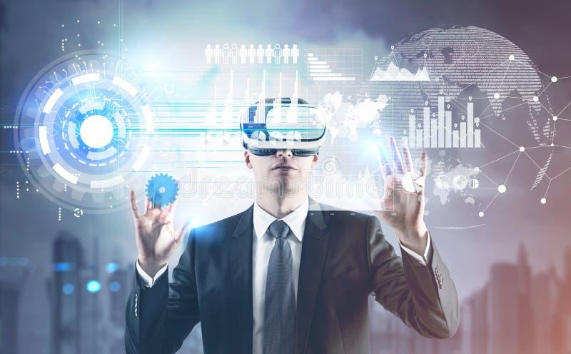 Hombre de negocios en vidrios, HUD y tierra de VR libre illustration