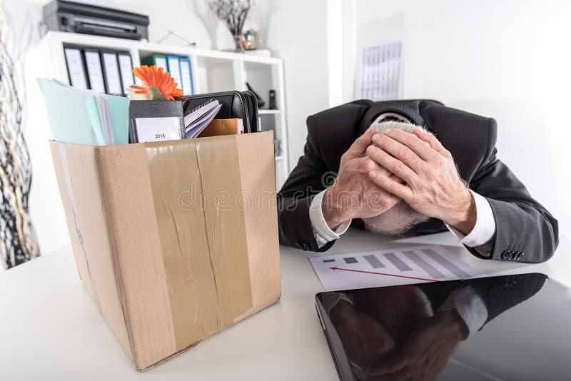 Hombre de negocios encendido debido a malos resultados fotos de archivo libres de regalías