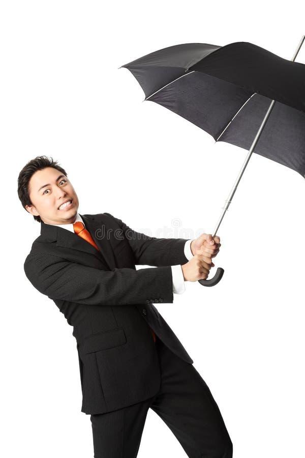 Hombre de negocios enojado con el paraguas imagen de archivo