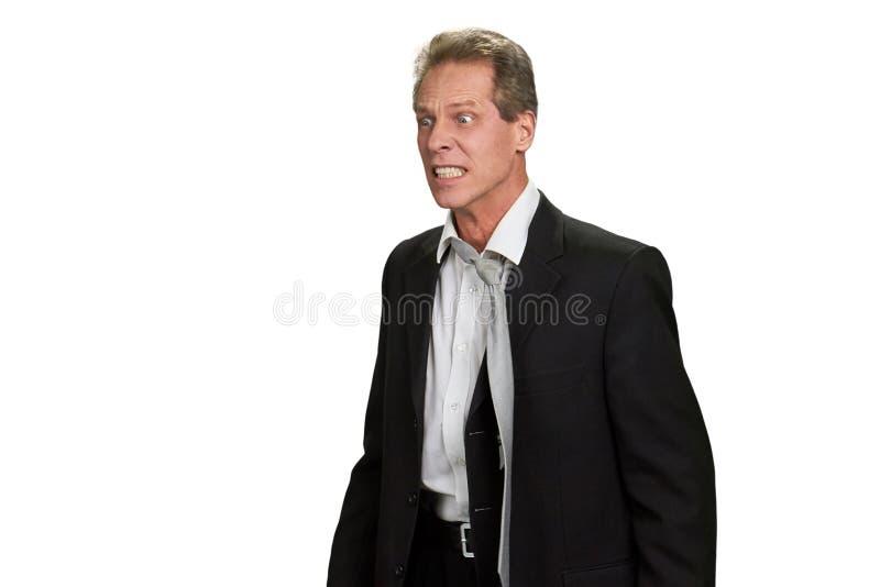 Hombre de negocios enojado frustrado en el fondo blanco imagen de archivo