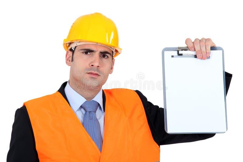 Hombre de negocios enojado que lleva a cabo una tarjeta de clip fotografía de archivo