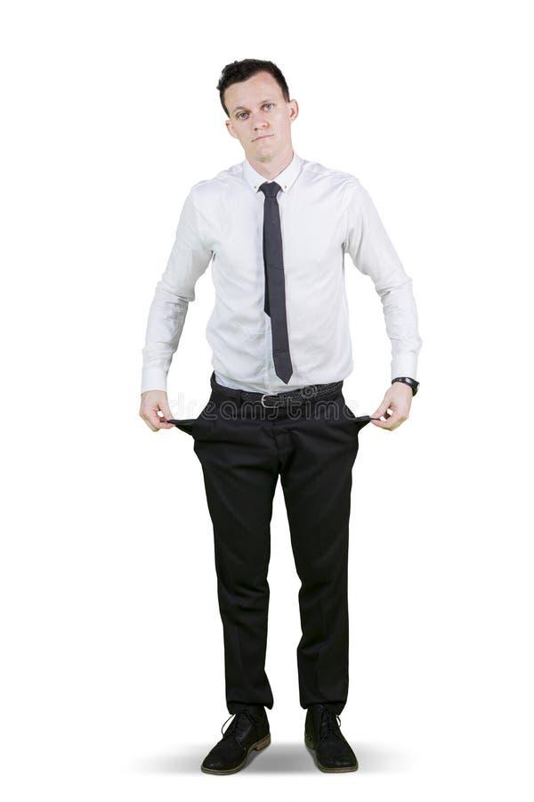 Hombre de negocios europeo que muestra los bolsillos vacíos imagenes de archivo