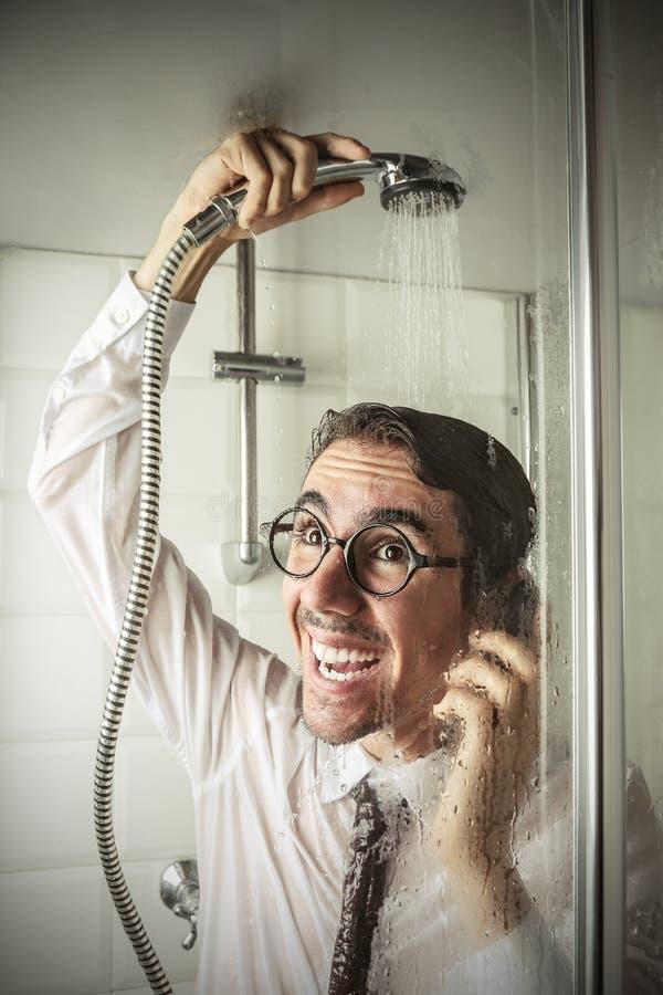 Hombre de negocios feliz en la ducha imágenes de archivo libres de regalías