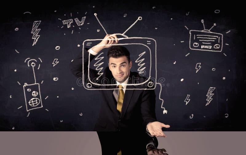 Hombre de negocios feliz que dibuja la TV y la radio imagen de archivo libre de regalías