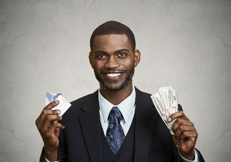 Hombre de negocios feliz que lleva a cabo el dólar, cuentas euro imágenes de archivo libres de regalías