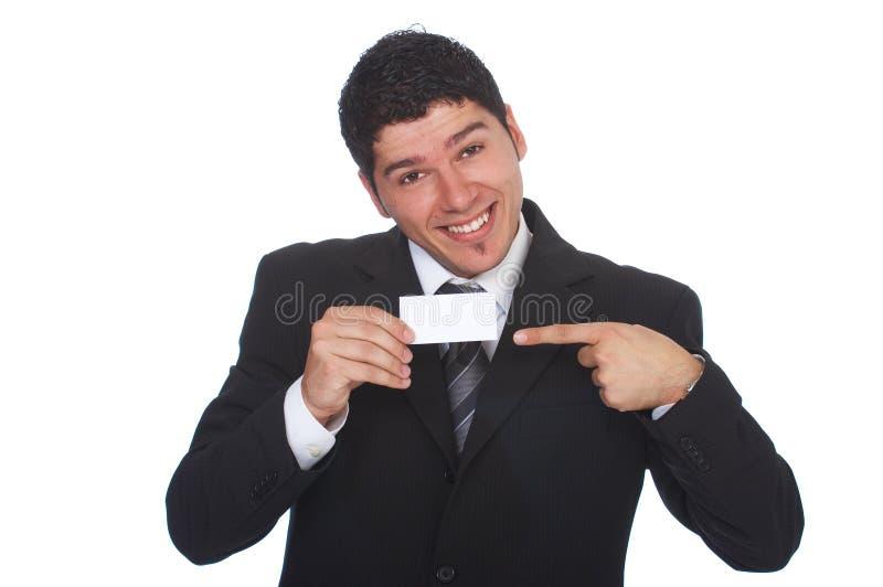 Hombre de negocios feliz que sostiene la tarjeta en blanco delante de él fotos de archivo