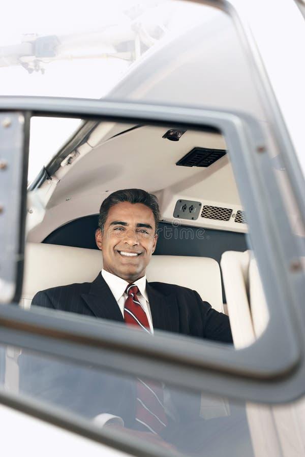 Hombre de negocios feliz Travelling Through Helicopter imagenes de archivo